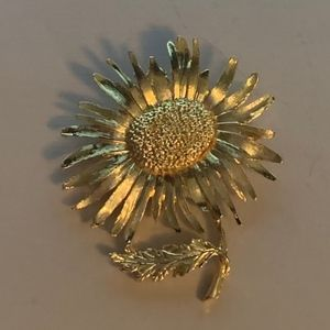 Gold Tone Daisy Floral Brooch Pin